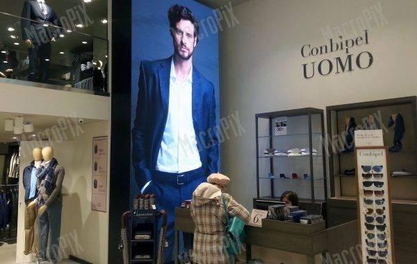 schermo grande in negozio moda