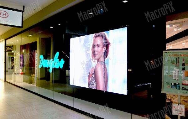 led screen shopping mall poland