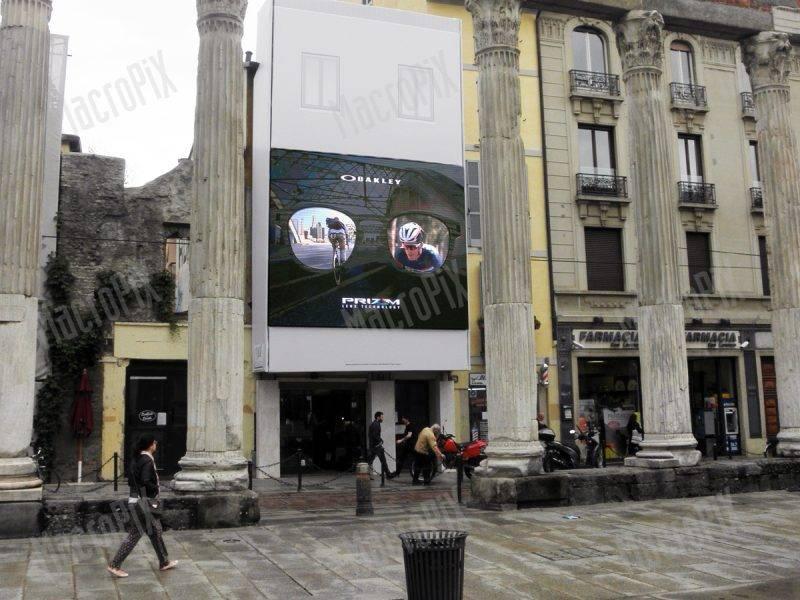 affissione digitale su ponteggio milano san lorenzo