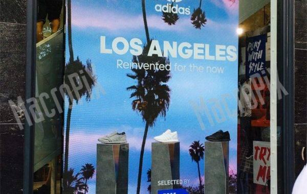 schermo gigante vetrina negozio
