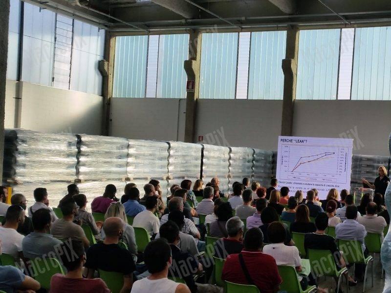 maxi schermo per conferenza