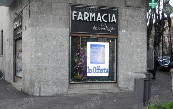 schermo vetrina farmacia