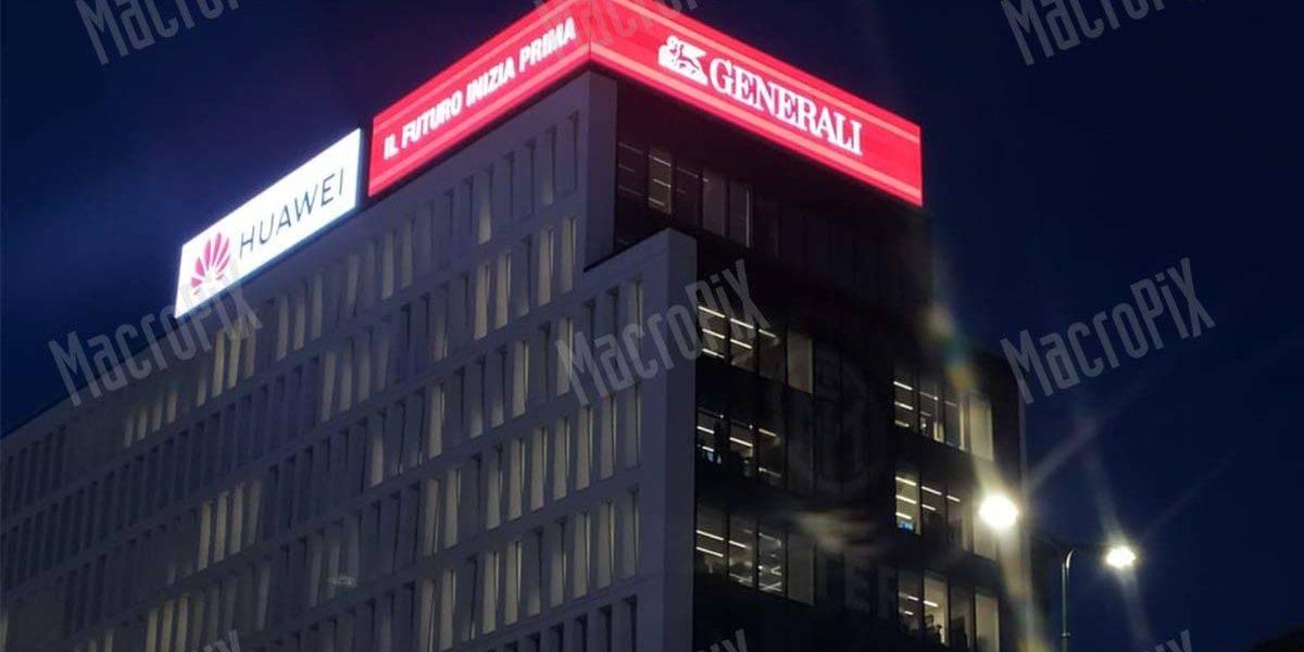 Schermo led pubblicitario su tetto