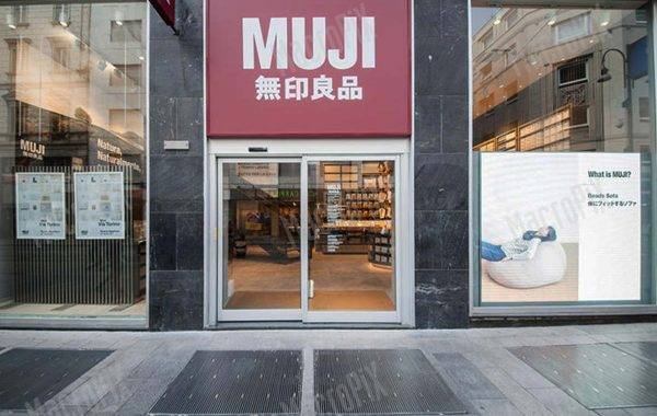 Led Display da vetrina | Muji | Milano