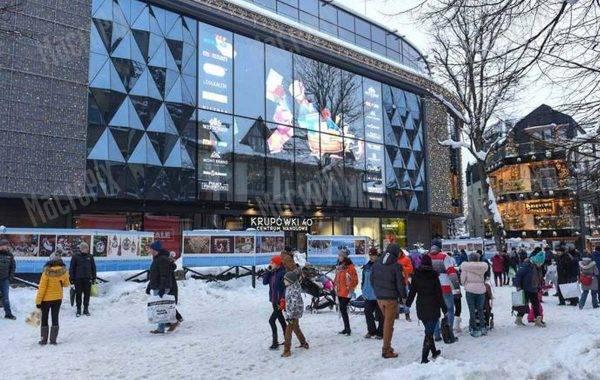 Led screen trasparente posto sulla vetrata - centro commerciale Zakopane