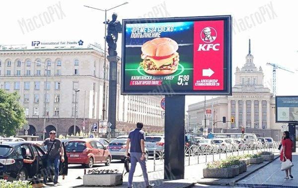 Maxischermo a Sophie - circuito pubblicitario schermo a led su palo