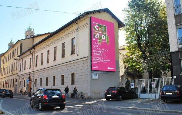 Schermo a led su facciata palazzo in via De Amicis Milano | Macropix