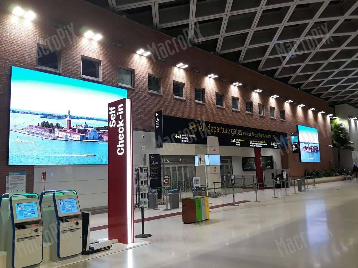 Led display indoor Aeroporto Venezia