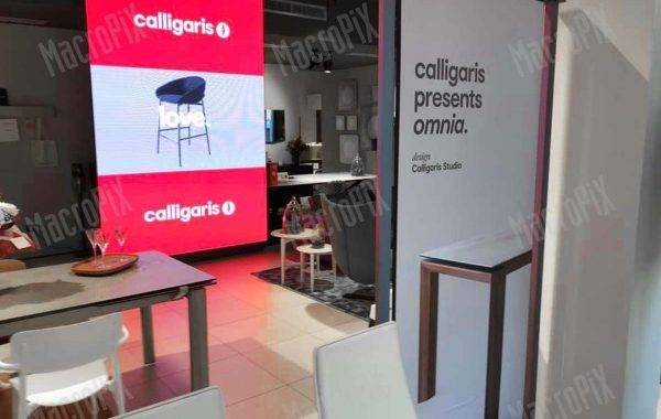 Schermo a led presso negozio Calligaris - indoor - Macropi
