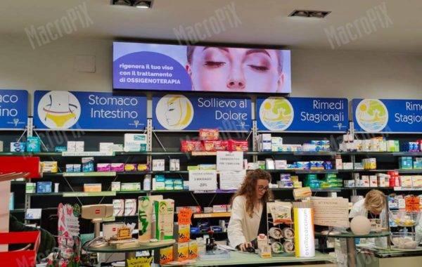 Schermi a led per vetrina farmacia | Torino